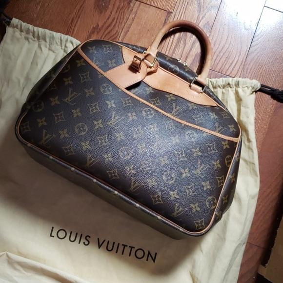 Louis Vuitton Handbags - 💯% LOUIS VUITTON  deauville bag. Authentic